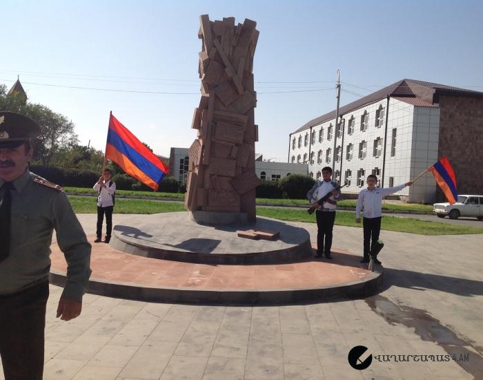 Կեցցե անկախ Հայաստանը. Փառք հերոսներին